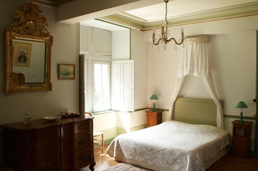 chambre agathe chateau de vaulx en auvergne chambres d 39 hotes table d 39 h tes bed and. Black Bedroom Furniture Sets. Home Design Ideas